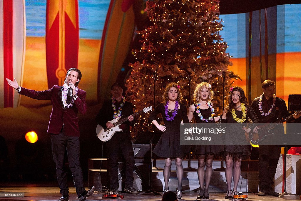 <a gi-track='captionPersonalityLinkClicked' href=/galleries/search?phrase=Jake+Owen&family=editorial&specificpeople=619166 ng-click='$event.stopPropagation()'>Jake Owen</a> performs during the CMA 2013 Country Christmas on November 8, 2013 in Nashville, Tennessee.