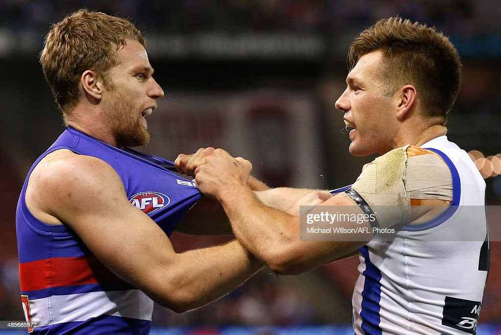 Jake Stringer of the Bulldogs and Shaun Higgins of the Kangaroos wrestle during the 2015 AFL round 22 match between the North Melbourne Kangaroos and the Western Bulldogs at Etihad Stadium, Melbourne, Australia on August 29, 2015.