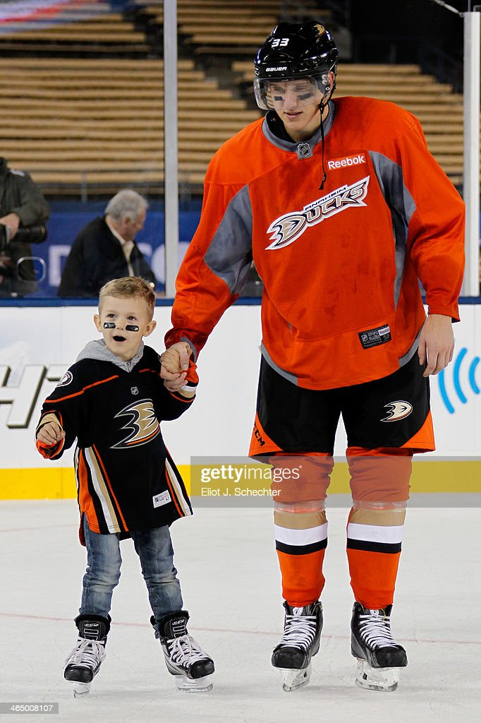 <a gi-track='captionPersonalityLinkClicked' href=/galleries/search?phrase=Jakob+Silfverberg&family=editorial&specificpeople=5894639 ng-click='$event.stopPropagation()'>Jakob Silfverberg</a> #33 of the Anaheim Ducks skates with his son during the family skate following team practice for the 2014 Coors Light NHL Stadium Series against Los Angeles Kings at Dodger Stadium on January 24, 2014 in Los Angeles, California.