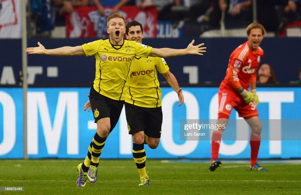 <a gi-track='captionPersonalityLinkClicked' href=/galleries/search?phrase=Jakub+Blaszczykowski&family=editorial&specificpeople=2290714 ng-click='$event.stopPropagation()'>Jakub Blaszczykowski</a> of Dortmund celebrates after scoring his teams third goal during the Bundesliga match between FC Schalke 04 and Borussia Dortmund at Veltins-Arena on October 26, 2013 in Gelsenkirchen, Germany.