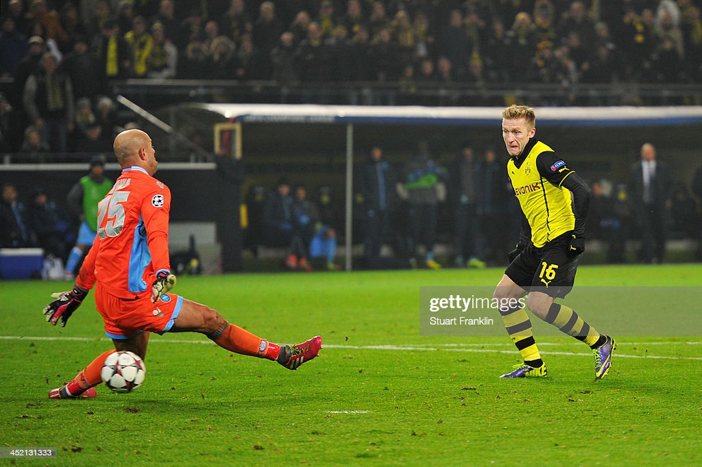 Jakub Blaszczykowski of Dortmund scores his team's second goal during the UEFA Champions League Group F match between Borussia Dortmund and SSC...