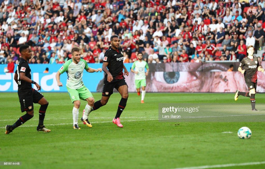 Jakub Blaszczykowski of VfL Wolfsburg scores a goal during the Bundesliga match between Bayer 04 Leverkusen and VfL Wolfsburg at BayArena on October 15, 2017 in Leverkusen, Germany.