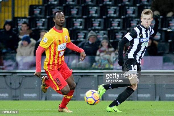 Jakub Jankto of Udinese Calcio competes with Btight Gyamfi of Benevento Calcio during the Serie A match between Udinese Calcio and Benevento Calcio...