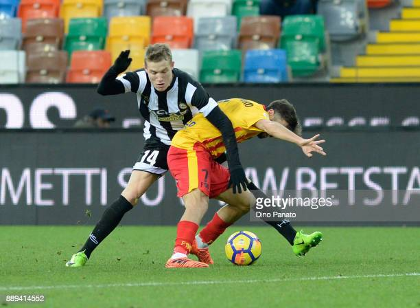 Jakub Jankto of Udinese Calcio competes with Marco D'Alessandro of Benevento Calcio during the Serie A match between Udinese Calcio and Benevento...