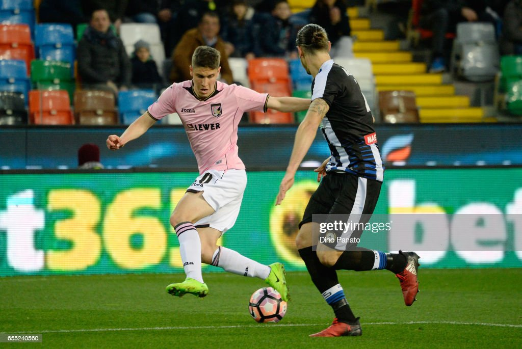 Jakub Jankto (R) of Udinese Calcio competes with Roland Sallai (R of US Citta di Palermo during the Serie A match between Udinese Calcio and US Citta di Palermo at Stadio Friuli on March 19, 2017 in Udine, Italy.