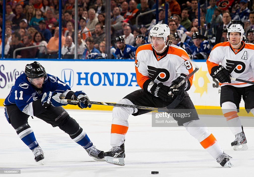 <a gi-track='captionPersonalityLinkClicked' href=/galleries/search?phrase=Jakub+Voracek&family=editorial&specificpeople=4111797 ng-click='$event.stopPropagation()'>Jakub Voracek</a> #93 of the Philadelphia Flyers fights for position with <a gi-track='captionPersonalityLinkClicked' href=/galleries/search?phrase=Tom+Pyatt&family=editorial&specificpeople=2079036 ng-click='$event.stopPropagation()'>Tom Pyatt</a> #11 of the Tampa Bay Lightning during the second period of the game at the Tampa Bay Times Forum on March 18, 2013 in Tampa, Florida.
