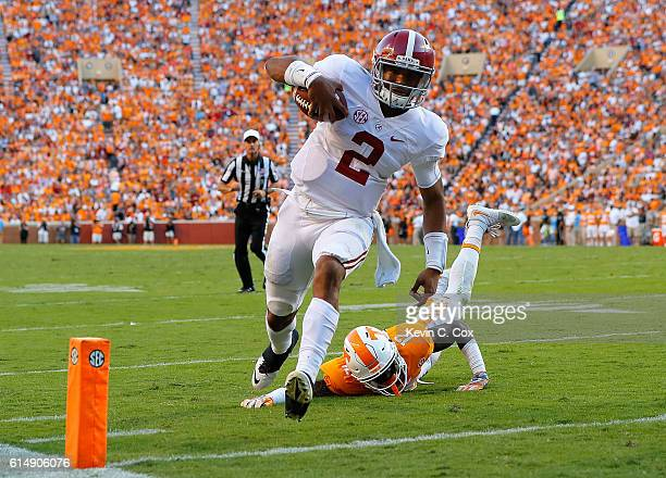 Jalen Hurts of the Alabama Crimson Tide rushes for a touchdown away from Emmanuel Moseley of the Tennessee Volunteers at Neyland Stadium on October...