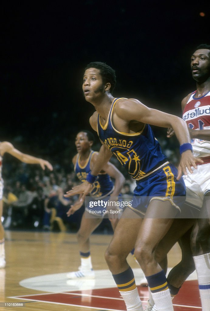 Jamaal Wilkes of the Golden State Warriors guards Elvin Hayes of the Washington Bullets during an NBA basketball game circa 1975 at the Baltimore...