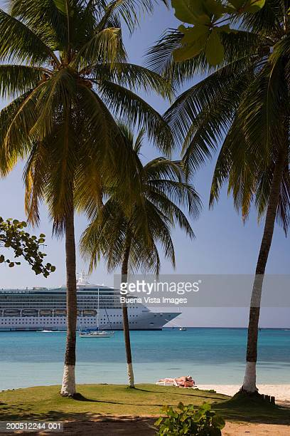Jamaica, Ocho Rios, cruise ship off beach