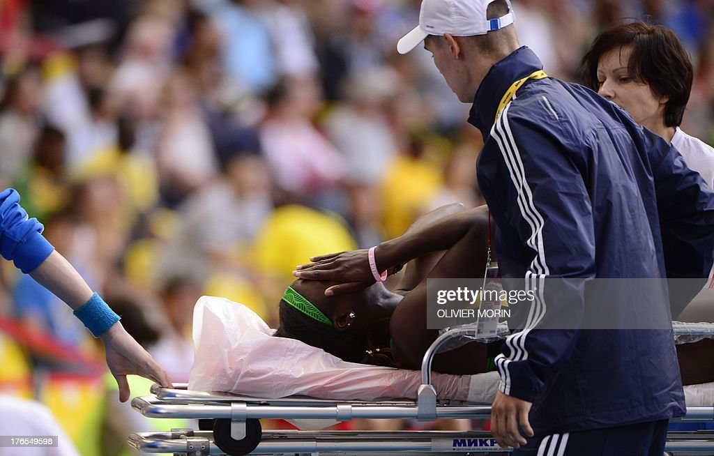 Jamaica's Anneisha McLaughlin is taken away on a stretcher after the women's 200 metres semi-final the 2013 IAAF World Championships at the Luzhniki stadium in Moscow on August 15, 2013. AFP PHOTO / OLIVIER MORIN