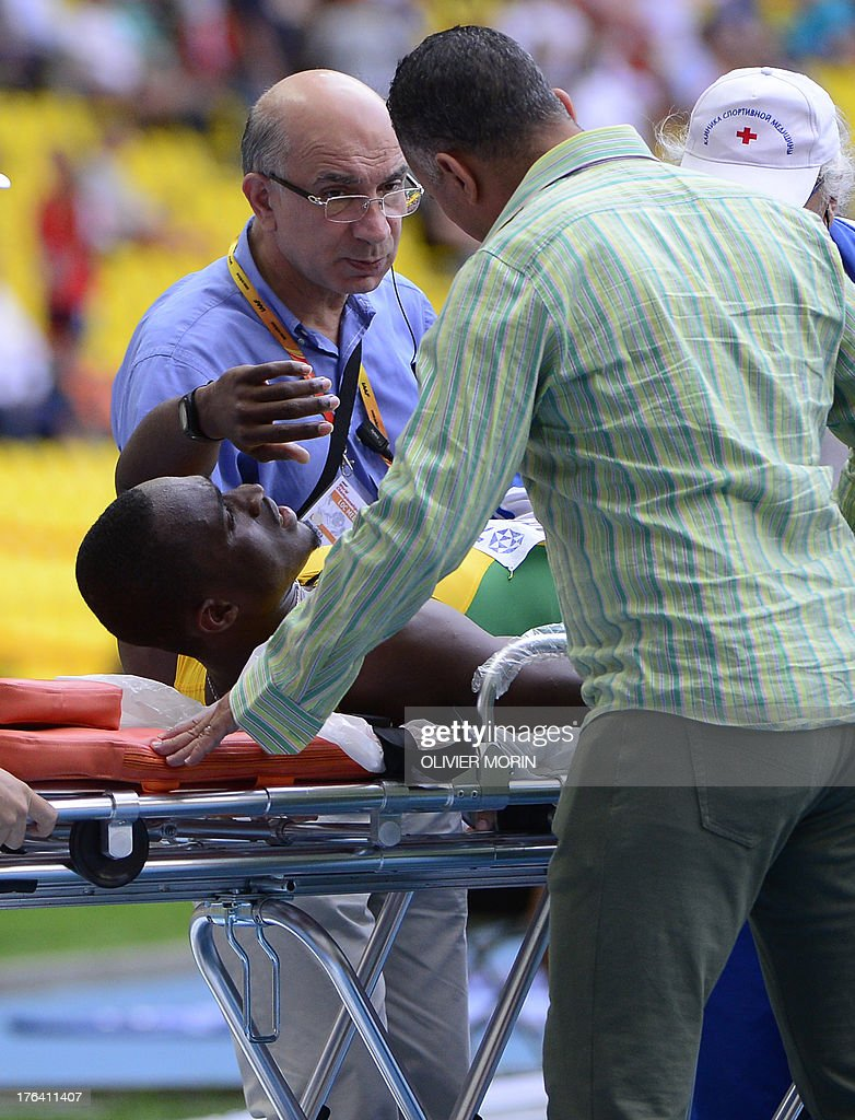 Jamaica's Hansle Parchment lies on a stretcher after falling during the men's 110 metres hurdles semi-final at the 2013 IAAF World Championships at the Luzhniki stadium in Moscow on August 12, 2013.