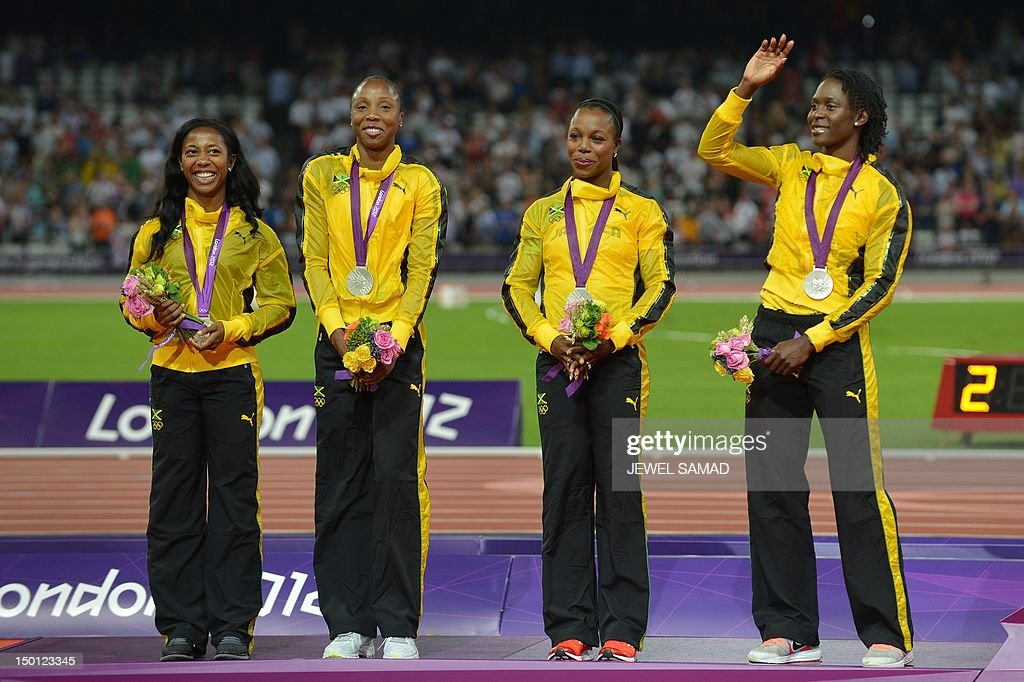 ¿Cuánto mide Shelly-Ann Fraser Pryce? - Altura - Real height Jamaicas-silver-medalists-shellyann-fraserpryce-sherone-simpson-and-picture-id150123345