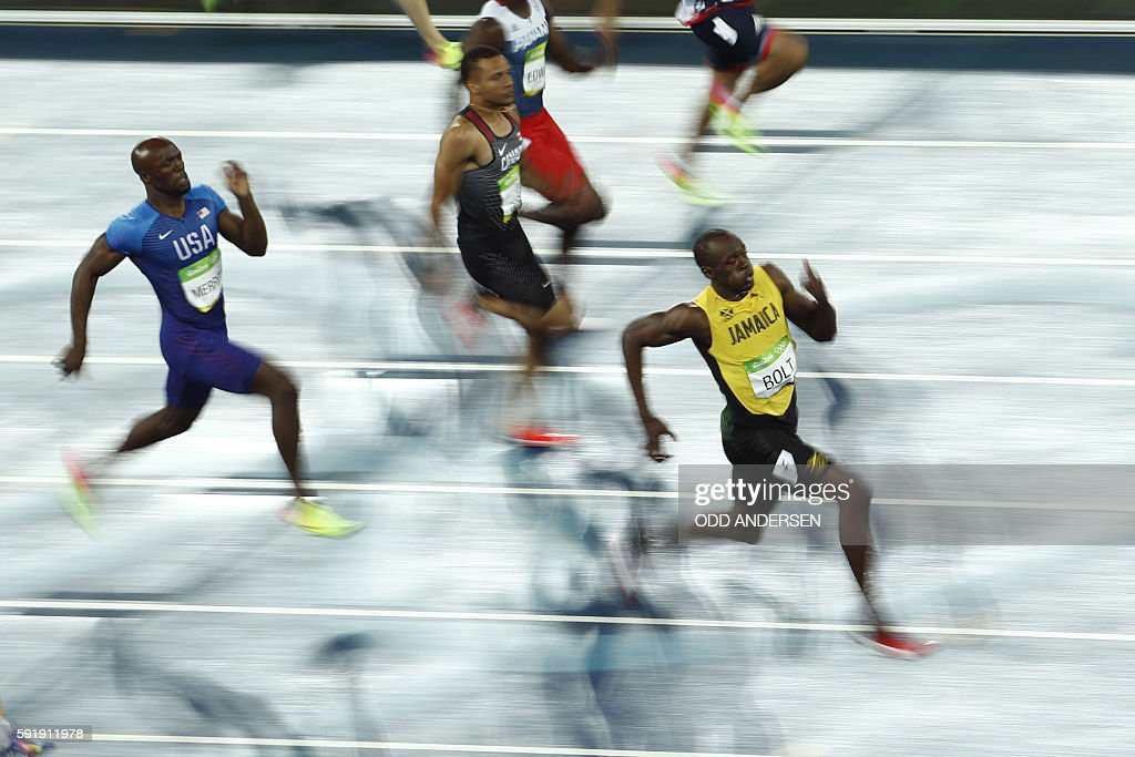 TOPSHOT - Jamaica's Usain Bolt competes in the Men's 200m Final during the athletics event at the Rio 2016 Olympic Games at the Olympic Stadium in Rio de Janeiro on August 18, 2016. / AFP / Odd ANDERSEN