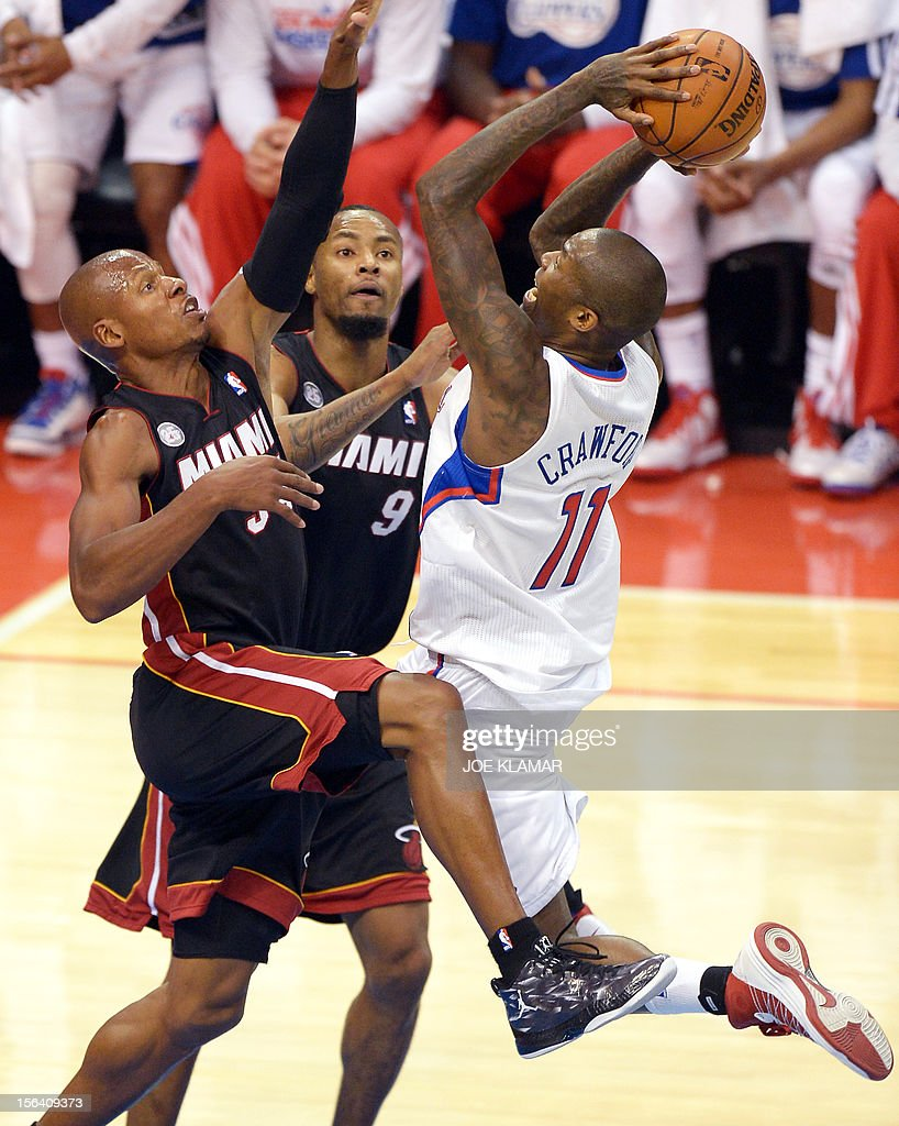 Jamal Crawford (R) of Clippers is blocked by Ray Allen (L) and Rashard Lewis (C) of Heat during the NBA game between Los Angeles Clippers and Miami Heat in Staple Center on November 14, 2012 in Los Angeles, California. AFP PHOTO /JOE KLAMAR