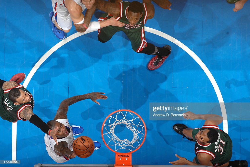 <a gi-track='captionPersonalityLinkClicked' href=/galleries/search?phrase=Jamal+Crawford&family=editorial&specificpeople=201851 ng-click='$event.stopPropagation()'>Jamal Crawford</a> #11 of the Los Angeles Clippers shoots against <a gi-track='captionPersonalityLinkClicked' href=/galleries/search?phrase=Monta+Ellis&family=editorial&specificpeople=567403 ng-click='$event.stopPropagation()'>Monta Ellis</a> #11 of the Milwaukee Bucks at Staples Center on March 6, 2013 in Los Angeles, California.