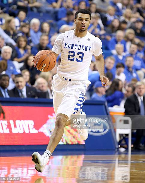 Jamal Murray of the Kentucky Widcats dribbles the ball during the game against the Arizona State Sun Devils at Rupp Arena on December 12 2015 in...