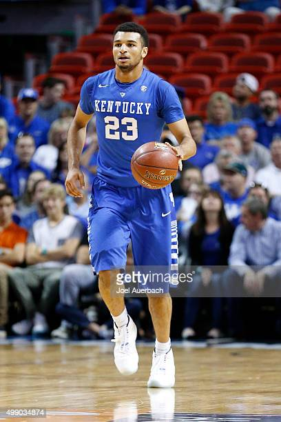 Jamal Murray of the Kentucky Wildcats brings the ball up court against the South Florida Bulls on November 27 2015 at the American Airlines Arena in...