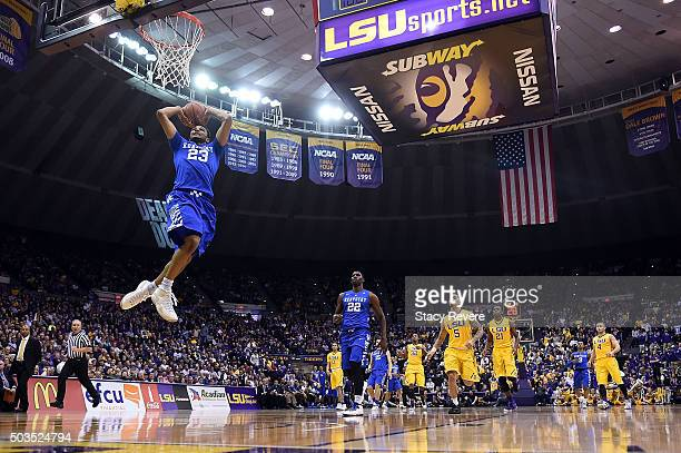Jamal Murray of the Kentucky Wildcats dunks against the LSU Tigers during the first half of a game at the Pete Maravich Assembly Center on January 5...