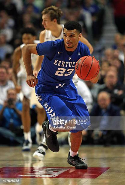 Jamal Murray of the Kentucky Wildcats moves against the Duke Blue Devils during the Champions Classic at the United Center on November 17 2015 in...