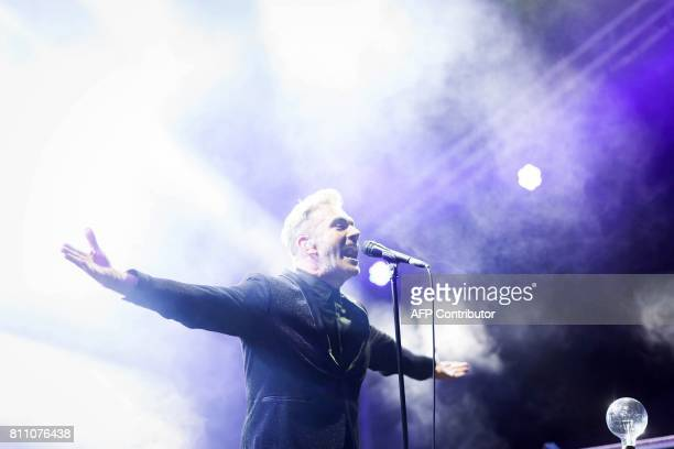 Jame Copley of French band Electro Deluxe performs during the 24th edition of the Cognac Blues festival in Cognac on July 8 2017 / AFP PHOTO / Yohan...
