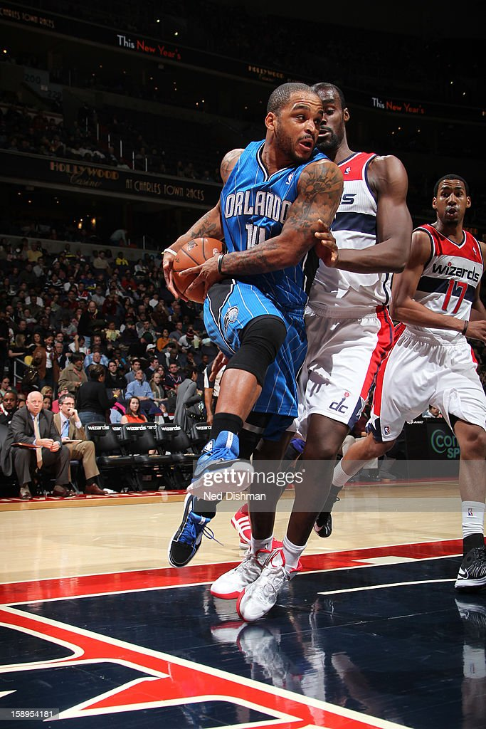 Jameer Nelson #14 of the Orlando Magic drives to the basket against the Washington Wizards at the Verizon Center on December 28, 2012 in Washington, DC.