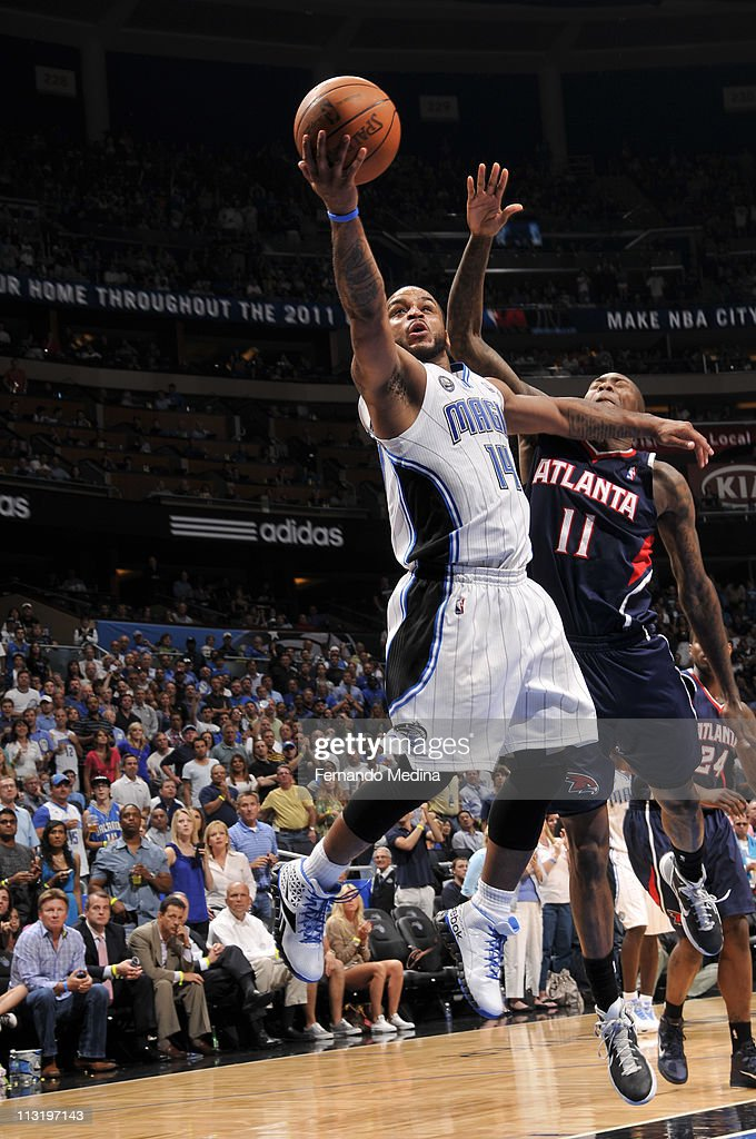 <a gi-track='captionPersonalityLinkClicked' href=/galleries/search?phrase=Jameer+Nelson&family=editorial&specificpeople=202057 ng-click='$event.stopPropagation()'>Jameer Nelson</a> #14 of the Orlando Magic shoots against <a gi-track='captionPersonalityLinkClicked' href=/galleries/search?phrase=Jamal+Crawford&family=editorial&specificpeople=201851 ng-click='$event.stopPropagation()'>Jamal Crawford</a> #11 of the Atlanta Hawks in Game Five of the Eastern Conference Quarterfinals in the 2011 NBA Playoffs on April 26, 2011 at the Amway Center in Orlando, Florida.