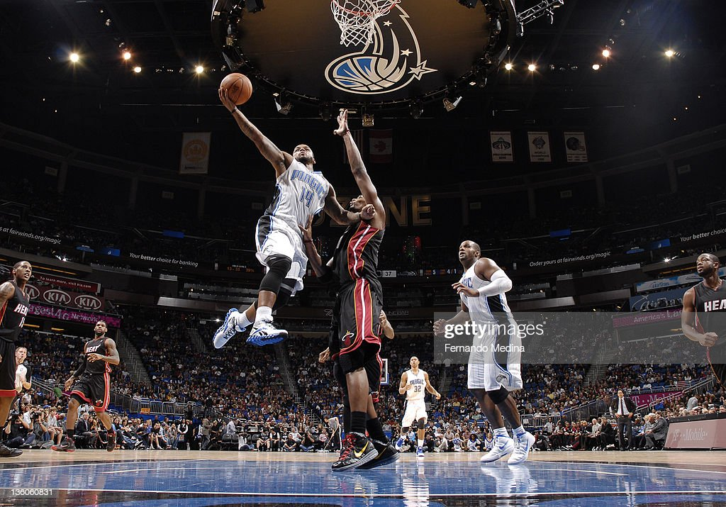 <a gi-track='captionPersonalityLinkClicked' href=/galleries/search?phrase=Jameer+Nelson&family=editorial&specificpeople=202057 ng-click='$event.stopPropagation()'>Jameer Nelson</a> #14 of the Orlando Magic shoots the basketball against <a gi-track='captionPersonalityLinkClicked' href=/galleries/search?phrase=Chris+Bosh&family=editorial&specificpeople=201574 ng-click='$event.stopPropagation()'>Chris Bosh</a> #1 of the Miami Heat during the preseason game on December 21, 2011 at Amway Center in Orlando, Florida.