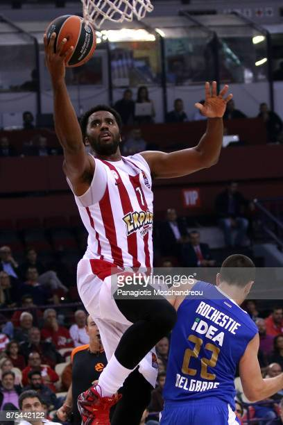 Jamel McLean #1 of Olympiacos Piraeus in action during the 2017/2018 Turkish Airlines EuroLeague Regular Season Round 8 game between Olympiacos...