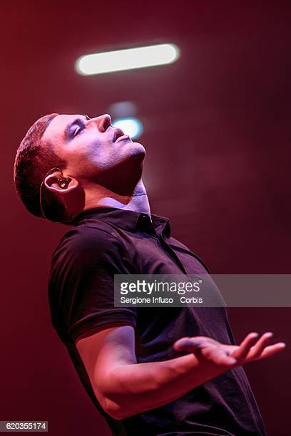 James Alexander Graham of Scottish postpunk indie rock band The Twilight Sad opens the concert of English rock band The Cure on November 1 2016 in...