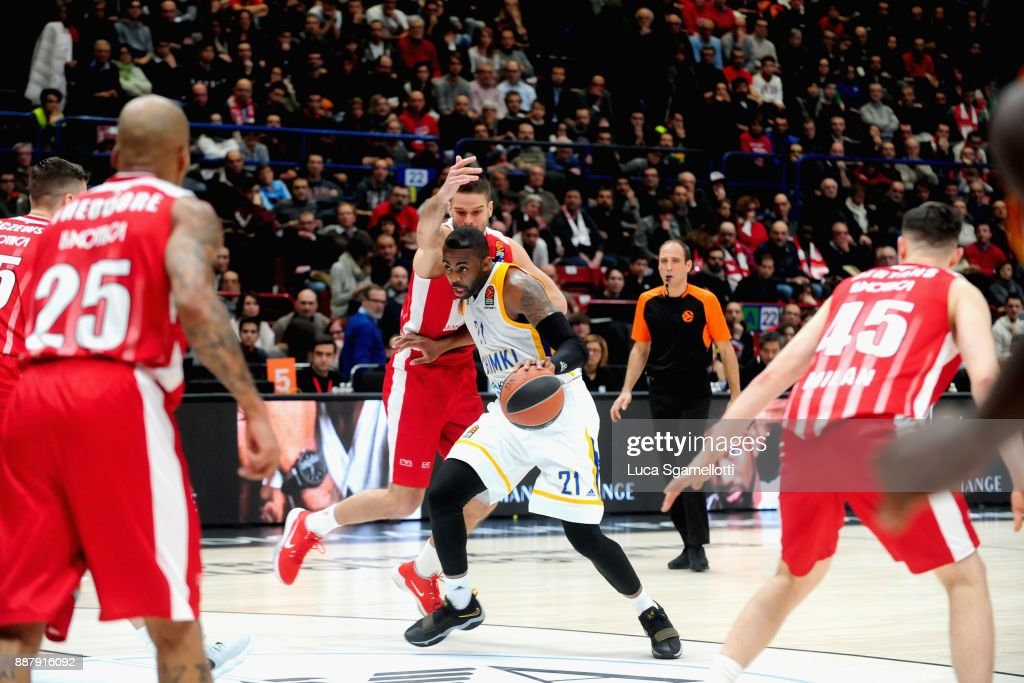 James Anderson, #21 of Khimki Moscow Region in action during the 2017/2018 Turkish Airlines EuroLeague Regular Season Round 11 game between AX Armani Exchange Olimpia Milan and Khimki Moscow Region at Mediolanum Forum on December 7, 2017 in Milan, Italy.