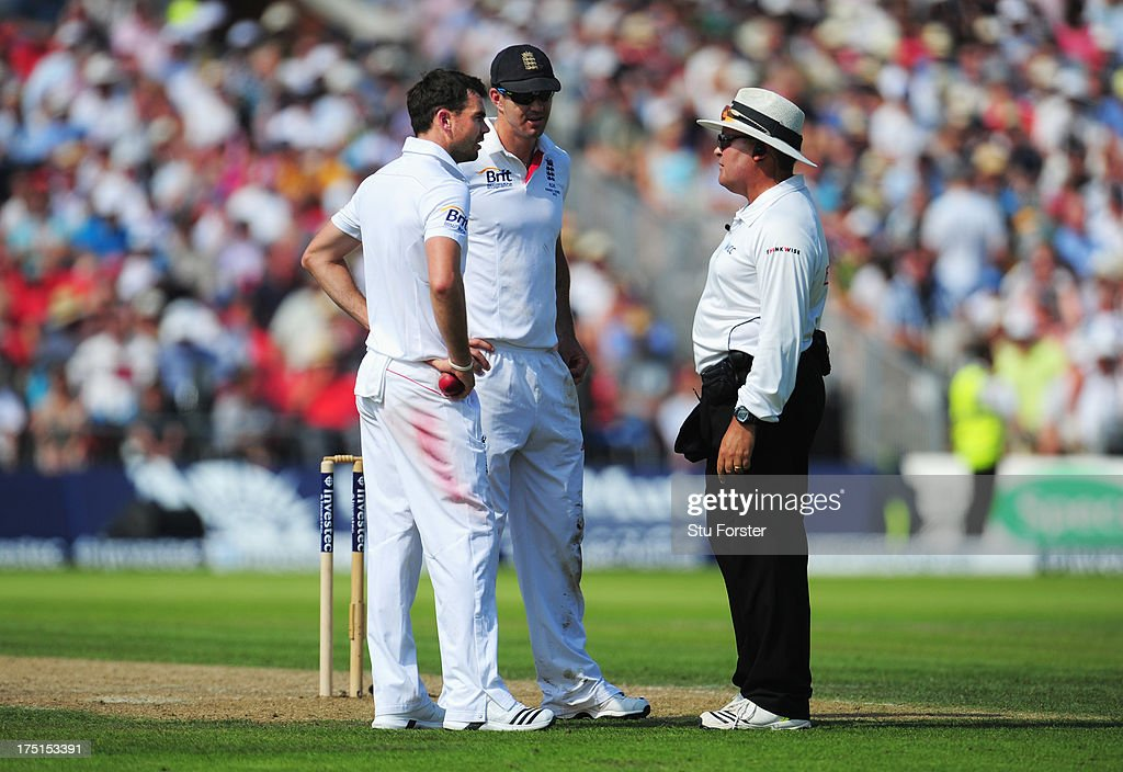 James Anderson (L) and Kevin Pietersen of England talk to umpire Marais Erasmus after the third umpire gave Steve Smith of Australia not out during day one of the 3rd Investec Ashes Test match between England and Australia at Old Trafford Cricket Ground on August 1, 2013 in Manchester, England.