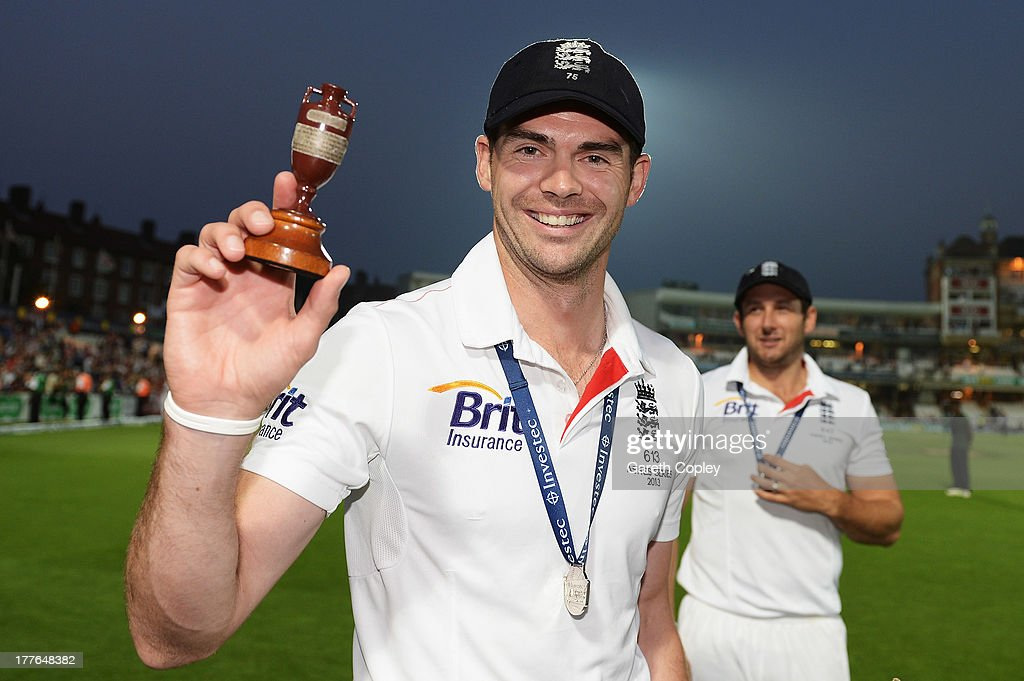 <a gi-track='captionPersonalityLinkClicked' href=/galleries/search?phrase=James+Anderson+-+Cricket+Player&family=editorial&specificpeople=6920305 ng-click='$event.stopPropagation()'>James Anderson</a> of England poses with the urn after winning the Ashes during day five of the 5th Investec Ashes Test match between England and Australia at the Kia Oval on August 25, 2013 in London, England.