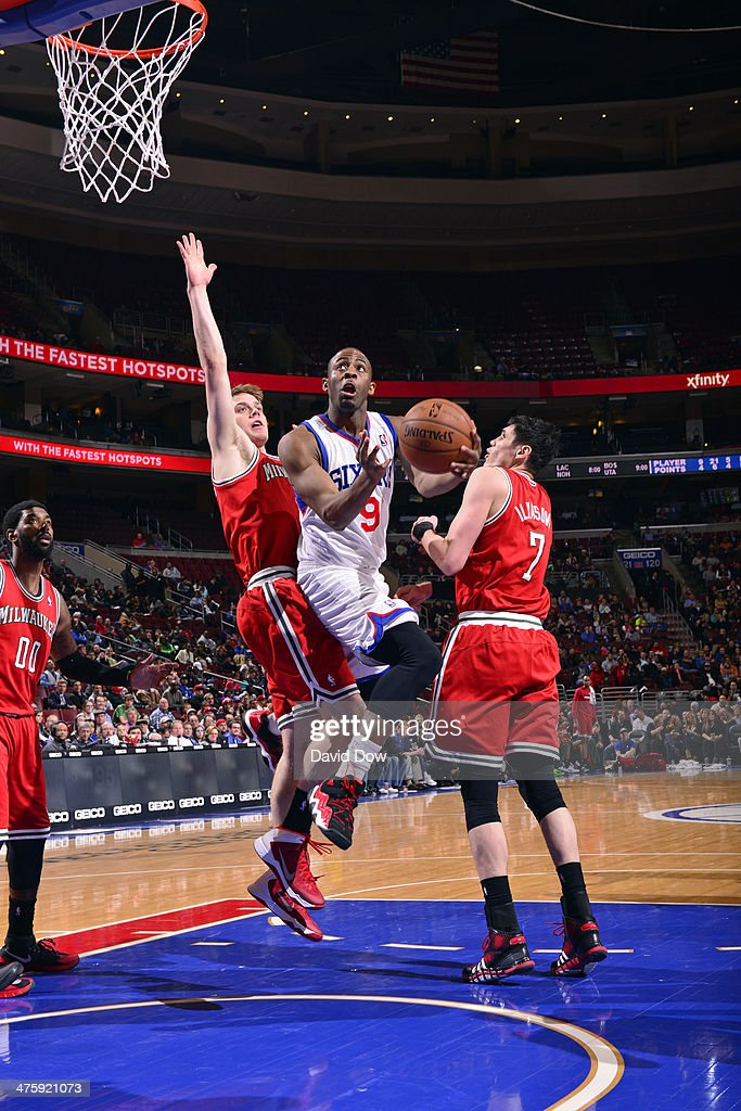 James Anderson #9 of the Philadelphia 76ers drives against the Milwaukee Bucks on February 24, 2014 at the Wells Fargo Center in Philadelphia, Pennsylvania.