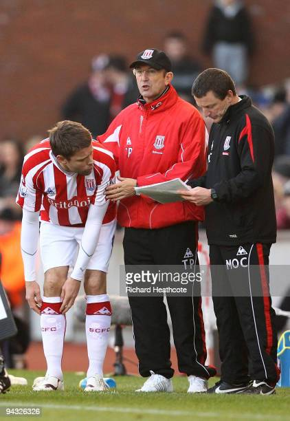James Beattie of Stoke comes on as a subsitute as Manager Tony Pulis gives instructions during the Barclays Premier League match between Stoke City...