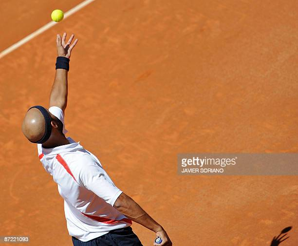 US James Blake serves to Swiss Roger Federer during their ATP Madrid Masters claycourt tournament on May 14 2009 Federer won 62 64 AFP PHOTO/ JAVIER...