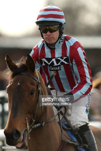 James De Vassy ridden by Timmy Murphy before The toteplacepot EBF 'National Hunt' Novices' Hurdle Race