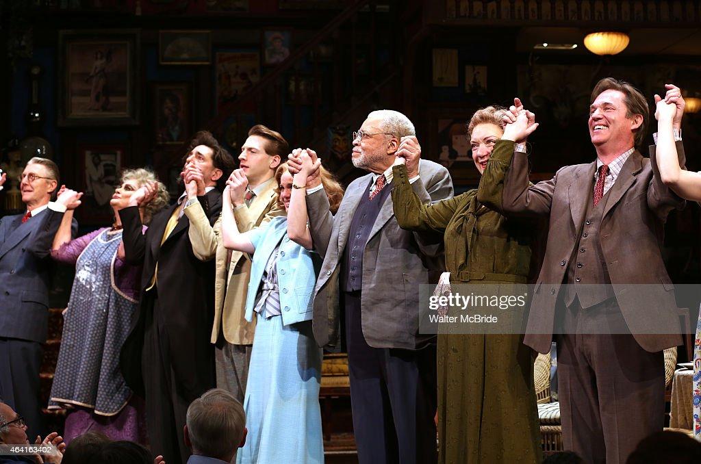 James Earl Jones and cast members Byron Jennings Elizabeth Ashley Reg Rogers Fran Kranz Anna Chlumsky Kristine Nielsen and Richard Thomas during the...