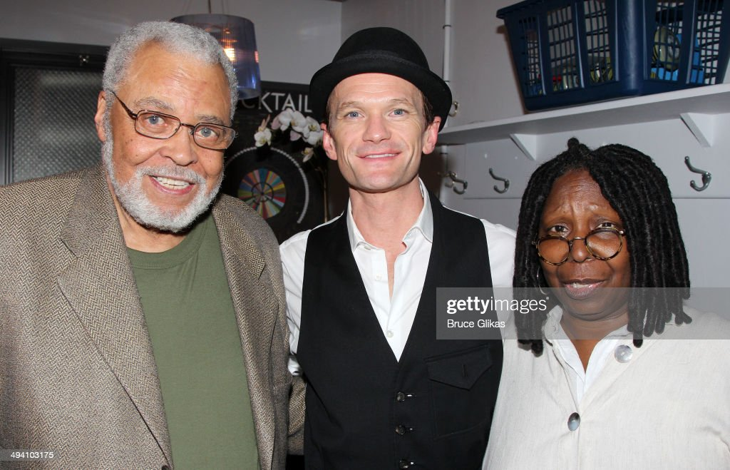 <a gi-track='captionPersonalityLinkClicked' href=/galleries/search?phrase=James+Earl+Jones&family=editorial&specificpeople=206328 ng-click='$event.stopPropagation()'>James Earl Jones</a>, <a gi-track='captionPersonalityLinkClicked' href=/galleries/search?phrase=Neil+Patrick+Harris&family=editorial&specificpeople=210509 ng-click='$event.stopPropagation()'>Neil Patrick Harris</a> and <a gi-track='captionPersonalityLinkClicked' href=/galleries/search?phrase=Whoopi+Goldberg&family=editorial&specificpeople=202463 ng-click='$event.stopPropagation()'>Whoopi Goldberg</a> pose backstage at 'Hedwig and The Angry Inch' on Broadway at The Belasco Theater on May 27, 2014 in New York City.