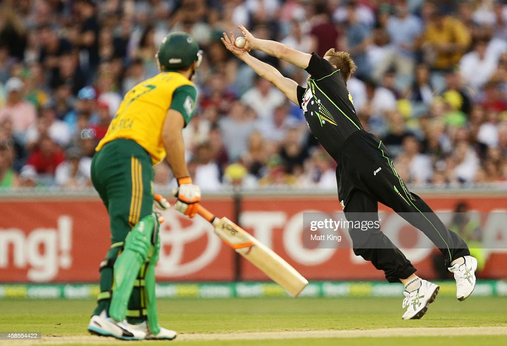 <a gi-track='captionPersonalityLinkClicked' href=/galleries/search?phrase=James+Faulkner+-+Cricketspeler&family=editorial&specificpeople=11388189 ng-click='$event.stopPropagation()'>James Faulkner</a> of Australia dives to take a catch to dismiss <a gi-track='captionPersonalityLinkClicked' href=/galleries/search?phrase=Rilee+Rossouw&family=editorial&specificpeople=4884905 ng-click='$event.stopPropagation()'>Rilee Rossouw</a> of South Africa during game two of the International Twenty20 Series between Australia and South Africa at Melbourne Cricket Ground on November 7, 2014 in Melbourne, Australia.