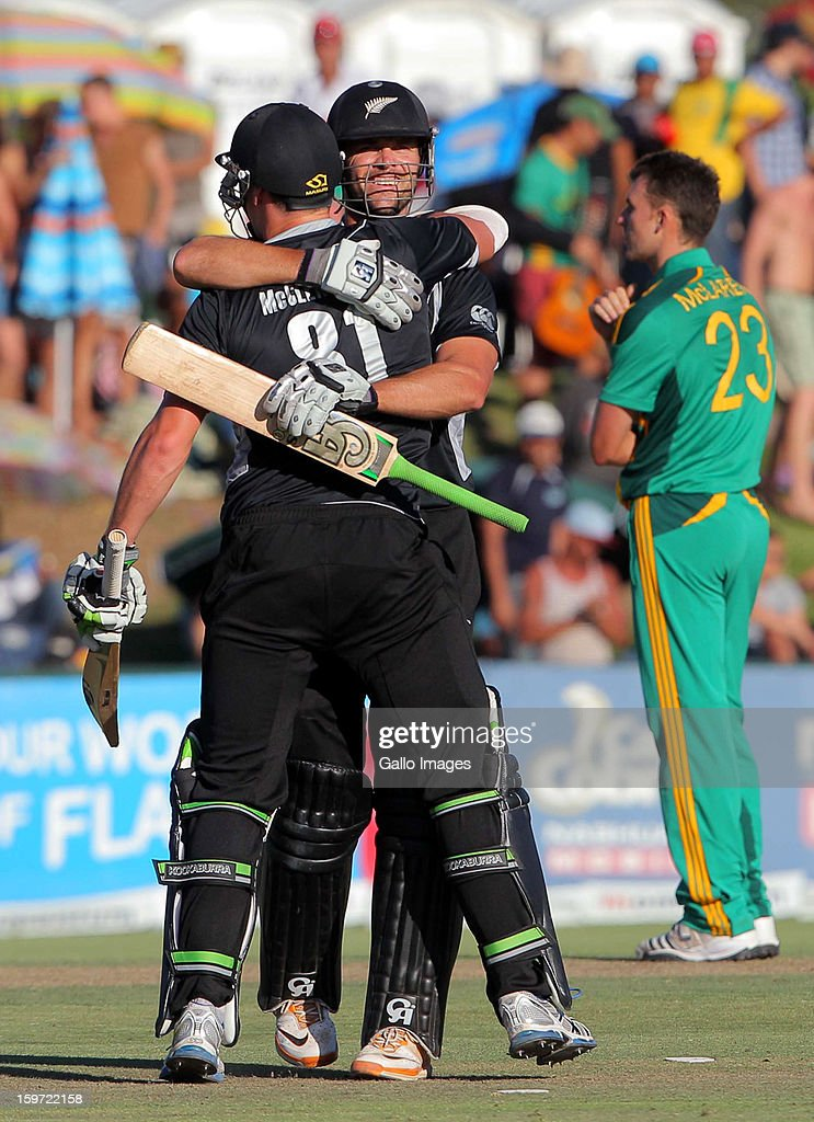 James Franklin (C) of New Zealand celebrates hitting the winning runs with Mitchell McClenaghan during the 1st One Day International match between South Africa and New Zealand at Boland Park on January 19, 2013 in Paarl, South Africa.