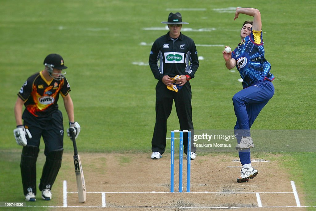 James Fuller of Otago prepares to bowl during the HRV T20 Final match between the Otago Volts and the Wellington Firebirds at University Oval on January 20, 2013 in Dunedin, New Zealand.