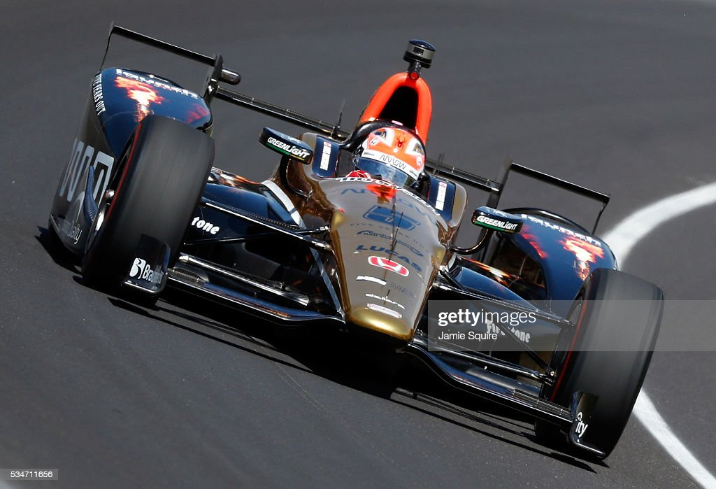 <a gi-track='captionPersonalityLinkClicked' href=/galleries/search?phrase=James+Hinchcliffe&family=editorial&specificpeople=4024510 ng-click='$event.stopPropagation()'>James Hinchcliffe</a>, driver of the #5 Honda, practices during Carb Day ahead of the 100th running of the Indianapolis 500 at Indianapolis Motorspeedway on May 27, 2016 in Indianapolis, Indiana.