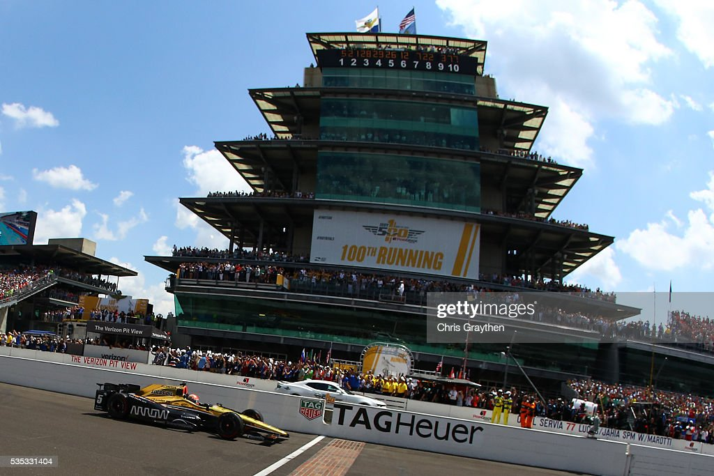 <a gi-track='captionPersonalityLinkClicked' href=/galleries/search?phrase=James+Hinchcliffe&family=editorial&specificpeople=4024510 ng-click='$event.stopPropagation()'>James Hinchcliffe</a> of Canada, driver of the #5 ARROW Schmidt Peterson Motorsports Chevrolet, leads the field to the green flag at the start of the 100th running of the Indianapolis 500 at Indianapolis Motorspeedway on May 29, 2016 in Indianapolis, Indiana.