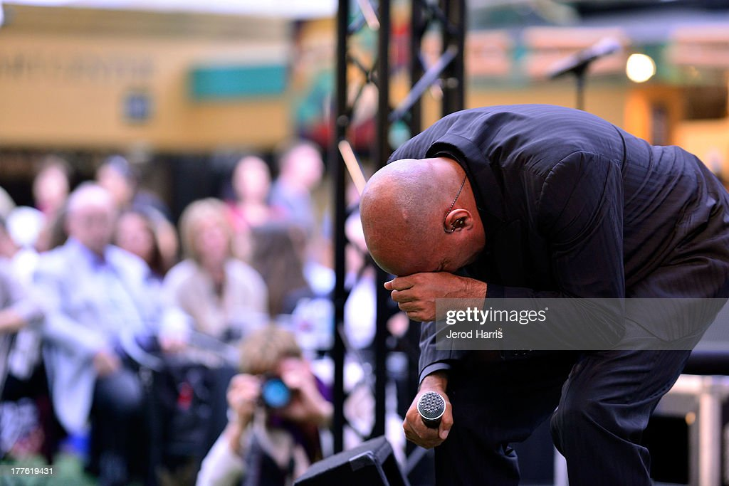 <a gi-track='captionPersonalityLinkClicked' href=/galleries/search?phrase=James+Ingram&family=editorial&specificpeople=799708 ng-click='$event.stopPropagation()'>James Ingram</a> performs at the Acura/KOST celebrity benefit concert and pageant on August 24, 2013 in Laguna Beach, California.