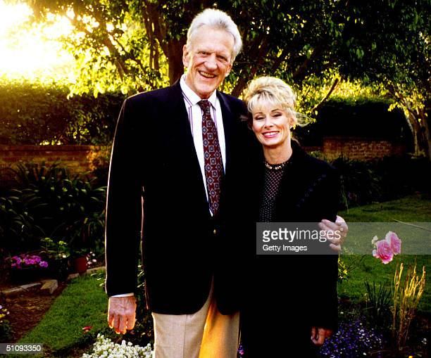 James 'Jim' Arness And Wife Janet Pose For A Photograph In Their Garden In 1995 In Brentwood Ca Arness Became Famous In Hollywood In 1955 Playing...