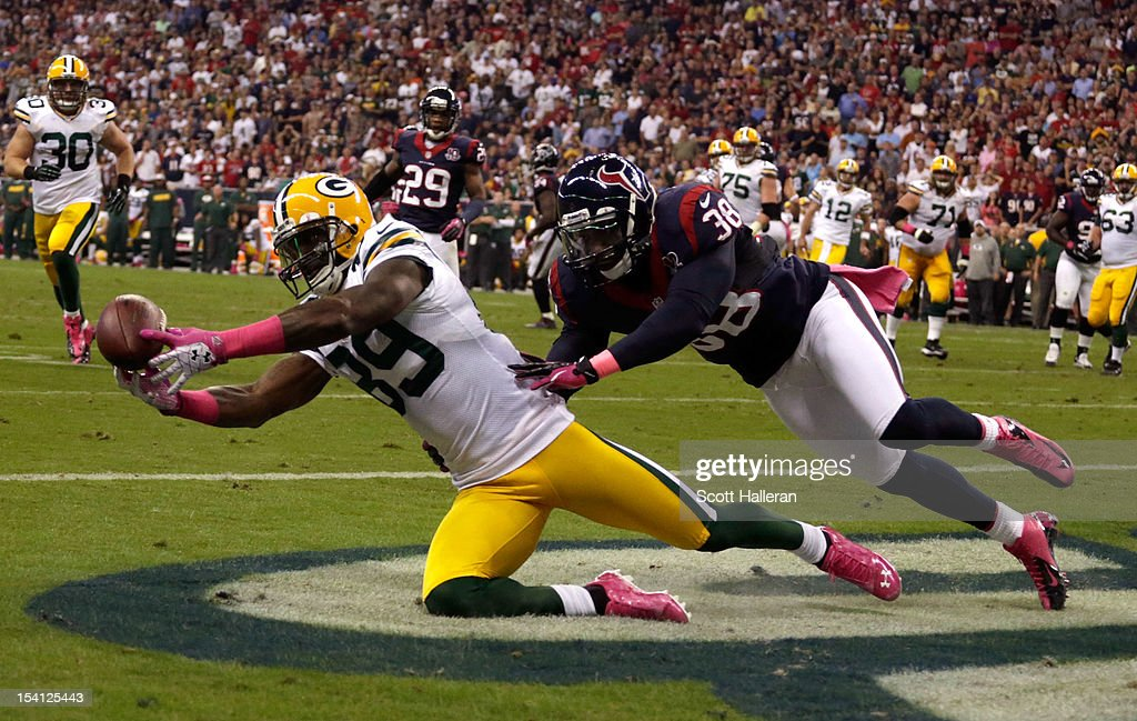 James Jones #89 of the Green Bay Packers catches a pass for a touchdown in the first quarter against <a gi-track='captionPersonalityLinkClicked' href=/galleries/search?phrase=Danieal+Manning+-+American+Football+Player&family=editorial&specificpeople=589817 ng-click='$event.stopPropagation()'>Danieal Manning</a> #38 of the Houston Texans at Reliant Stadium on October 14, 2012 in Houston, Texas.