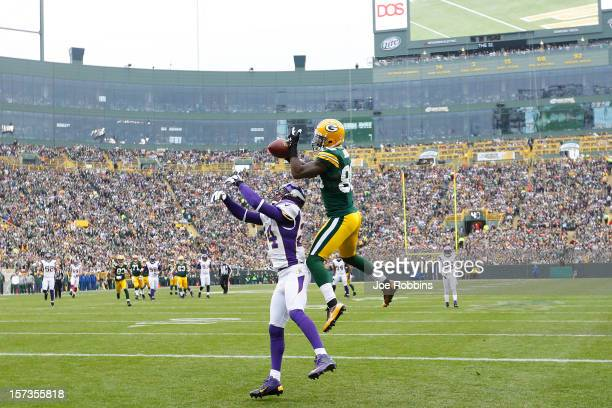 James Jones of the Green Bay Packers makes a 32yard touchdown reception against AJ Jefferson of the Minnesota Vikings during the first half of the...