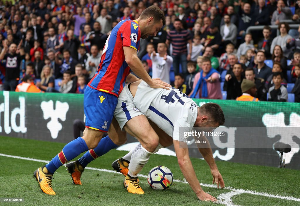 James McArthur of Crystal Palace and Gary Cahill of Chelsea battle for possession during the Premier League match between Crystal Palace and Chelsea at Selhurst Park on October 14, 2017 in London, England.