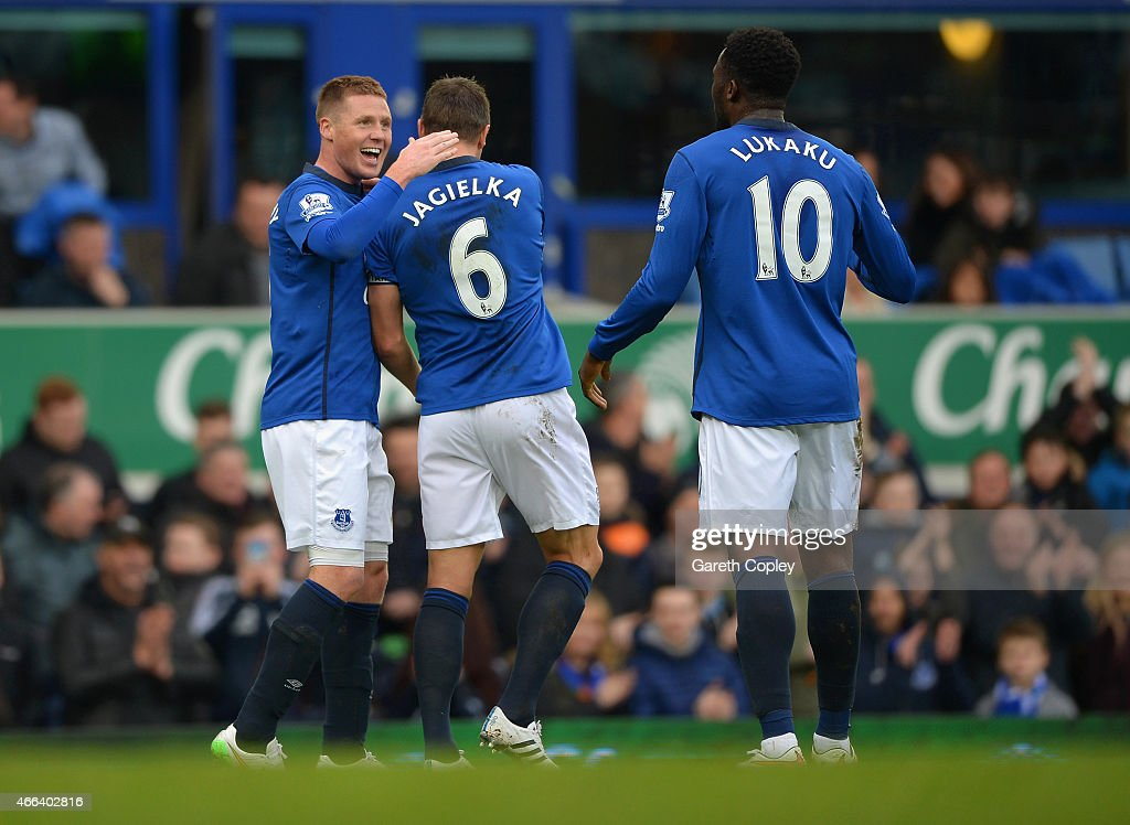 <a gi-track='captionPersonalityLinkClicked' href=/galleries/search?phrase=James+McCarthy+-+Soccer+Player&family=editorial&specificpeople=8984734 ng-click='$event.stopPropagation()'>James McCarthy</a> of Everton celebrates scoring the opening goal with<a gi-track='captionPersonalityLinkClicked' href=/galleries/search?phrase=Phil+Jagielka&family=editorial&specificpeople=682518 ng-click='$event.stopPropagation()'>Phil Jagielka</a> and <a gi-track='captionPersonalityLinkClicked' href=/galleries/search?phrase=Romelu+Lukaku&family=editorial&specificpeople=6342802 ng-click='$event.stopPropagation()'>Romelu Lukaku</a> of Everton during the Barclays Premier League match between Everton and Newcastle United at Goodison Park on March 15, 2015 in Liverpool, England.