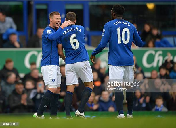 James McCarthy of Everton celebrates scoring the opening goal withPhil Jagielka and Romelu Lukaku of Everton during the Barclays Premier League match...